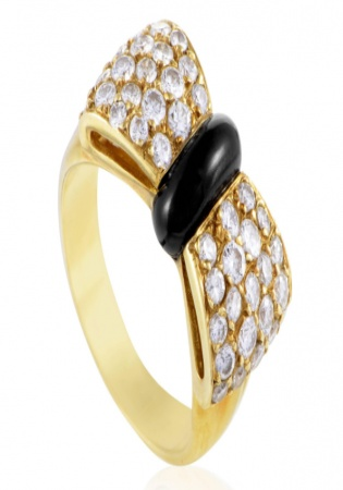 Van cleef & arpels yellow gold diamond pave and onyx bow ring